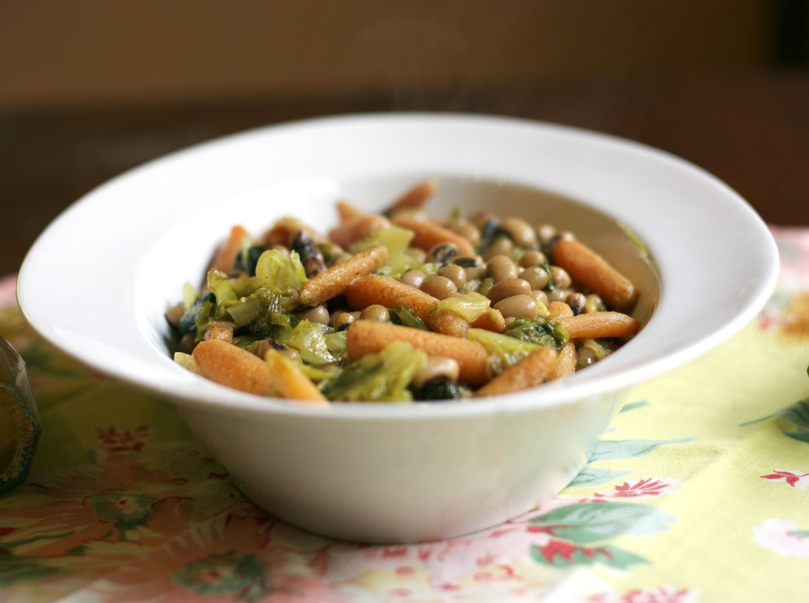 Spicy Coconut Black-eyed Peas with Spinach & Carrots #Weekly Menu Plan ...