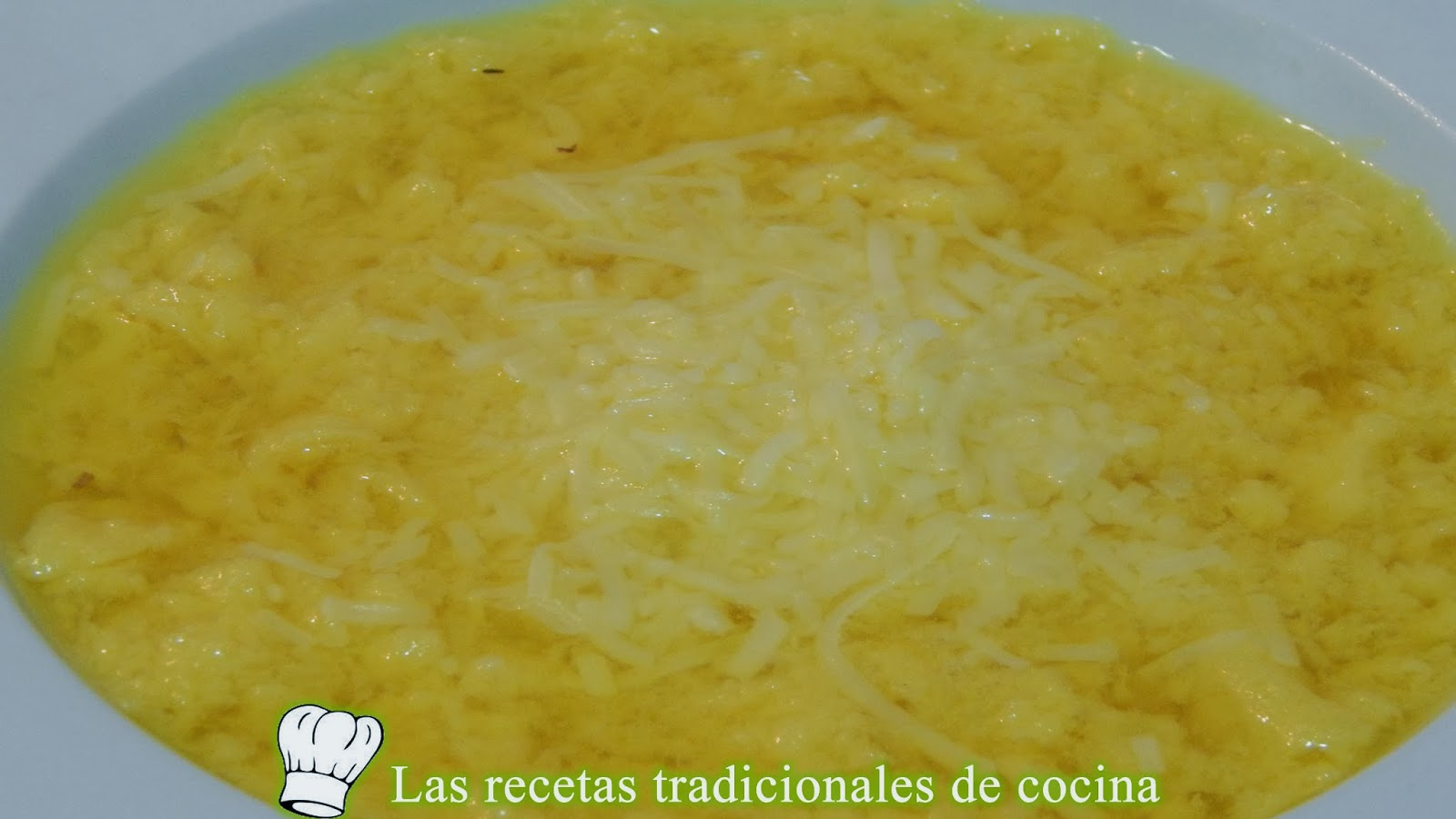 Sopa de huevo hilado