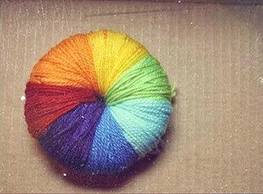 Como hacer un pompon de lana multicolor paso a paso - Como se hace manualidades ...