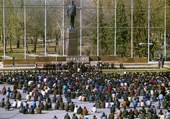 Душанбе, 1992 год, антиправительственный митинг. Начало гражданской войны.