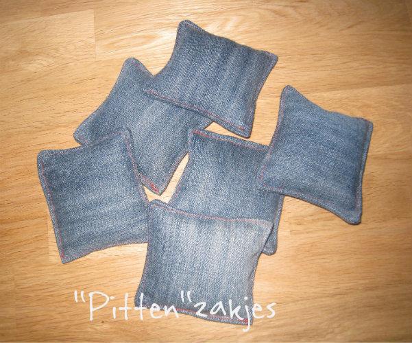 Pitten zakken van gerecylde jeans en linzen