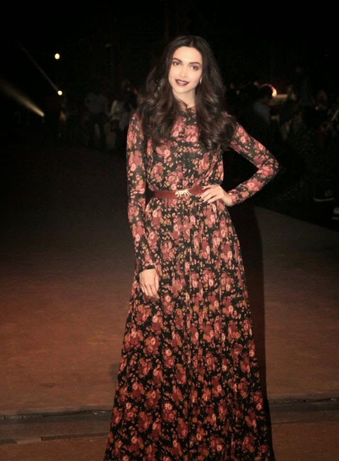 Deepika padukone latest  hot stills in sabyasachi show lakme fashion week 2015