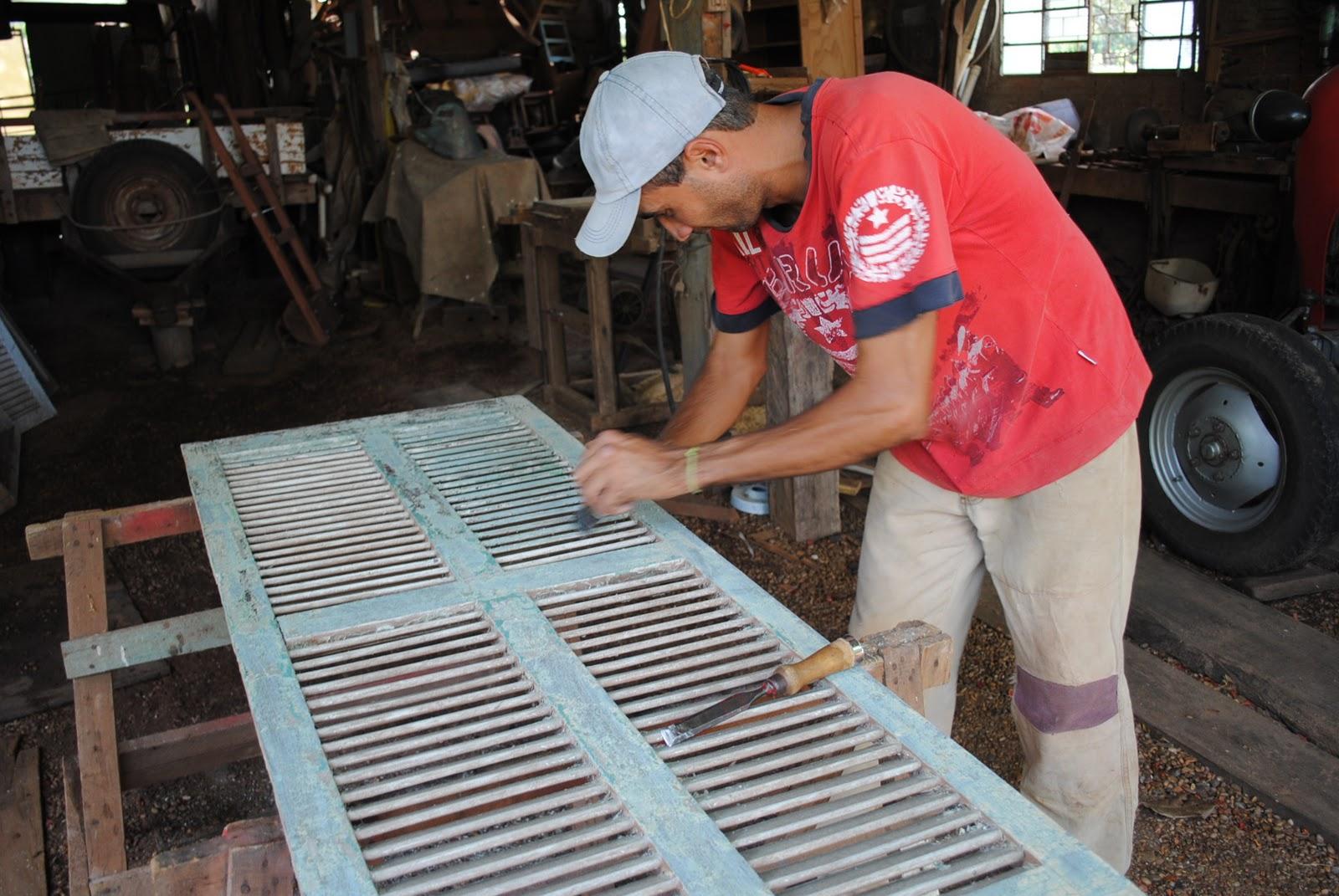 #AC1F2A  encontradas as antigas janelas tipo venezianas em madeira Cedro 474 Janelas Duplas Madeira