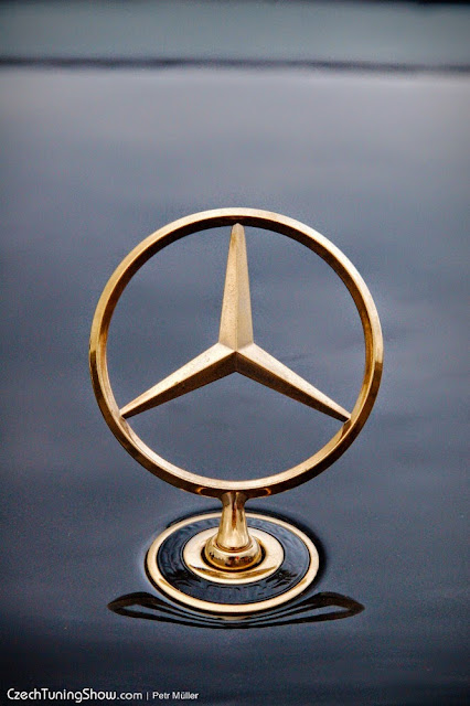 mercedes star gold