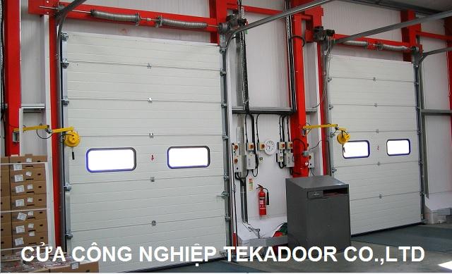 Cửa trượt cuốn cách nhiệt Sectional Overhead Door