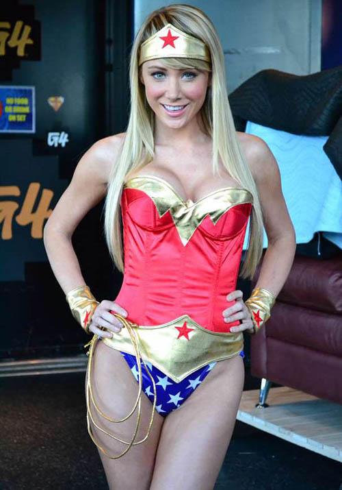 Ảnh gái xinh khoe bưởi trong lễ hội Cosplay 22