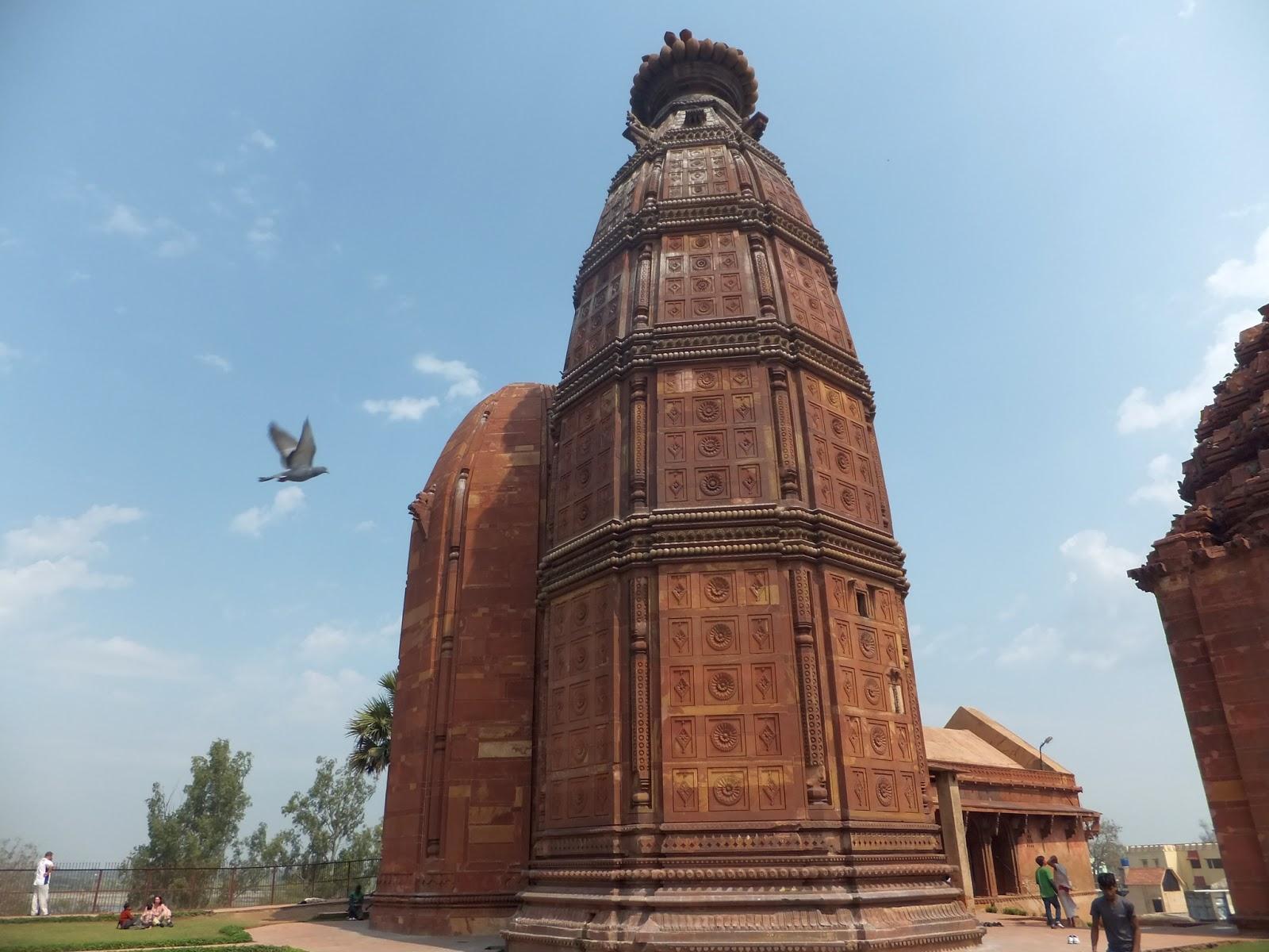 Храм Маданамоханы