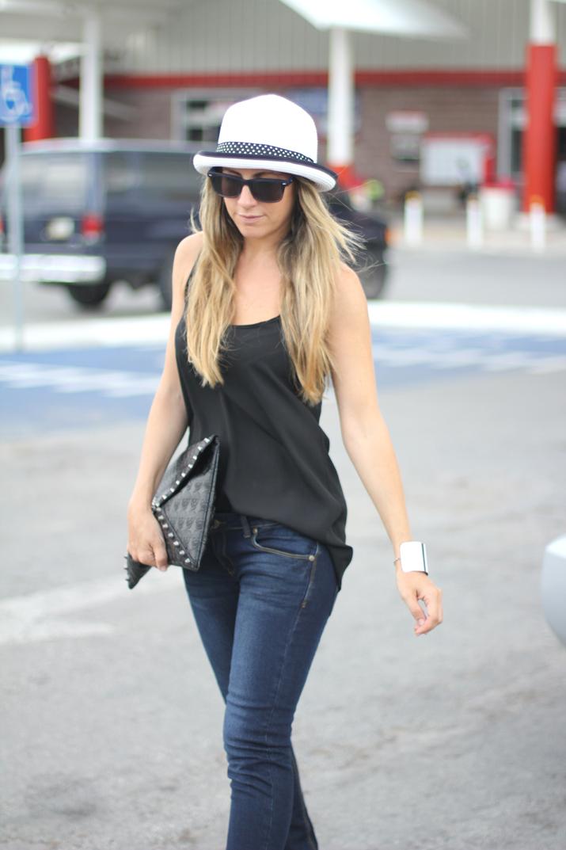 Blogger with jeans (Mónica Sors, fashion blog Mes Voyages à Paris)