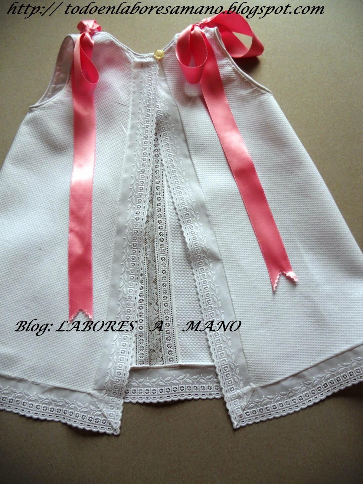 Vestido primera puesta con entredos y puntillas valencie