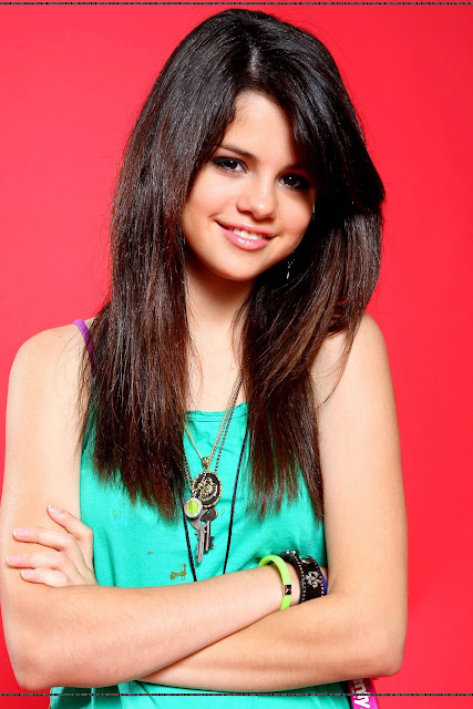 selena gomez hairstyles and photos 2011-2012