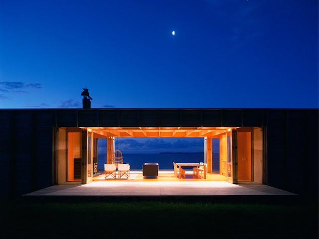 Одноэтажный деревянный дом у океана, Коромандел, Новая Зеландия