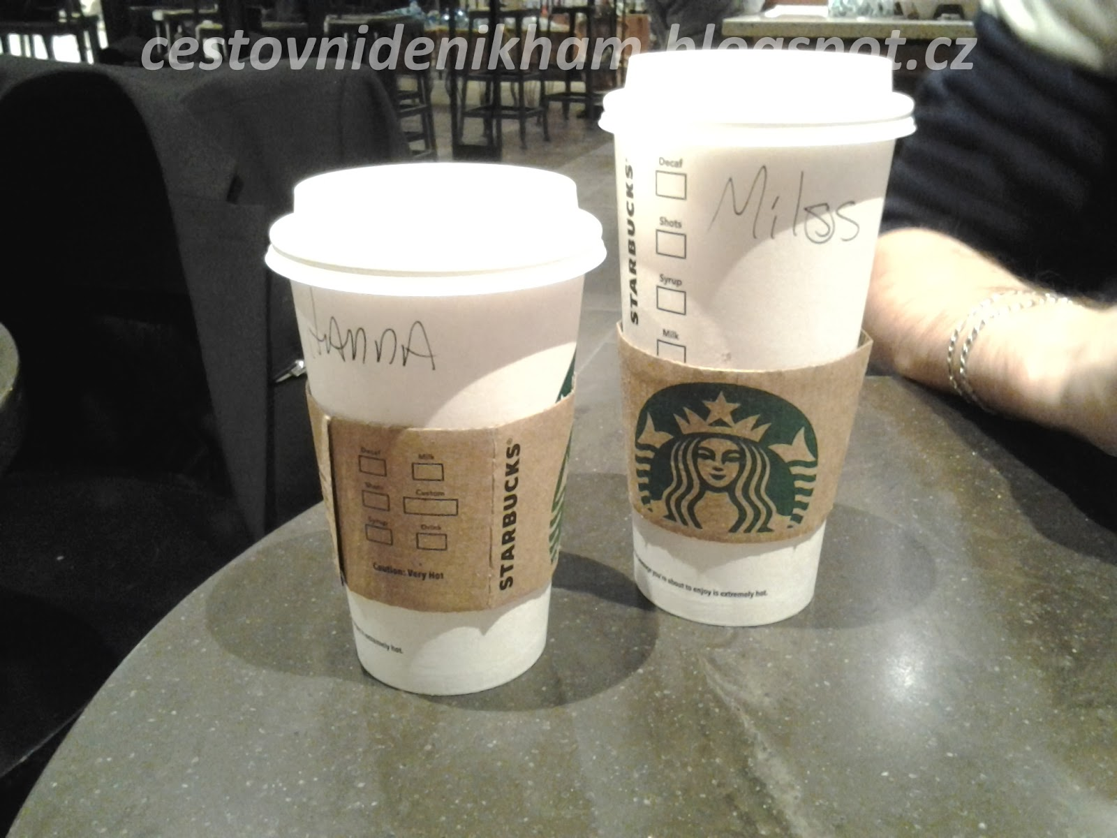 kafíčko před letem // coffee at the airport