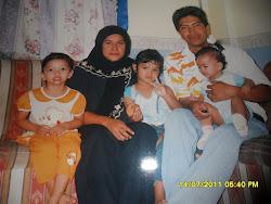 bersama suami dan anak perempuan