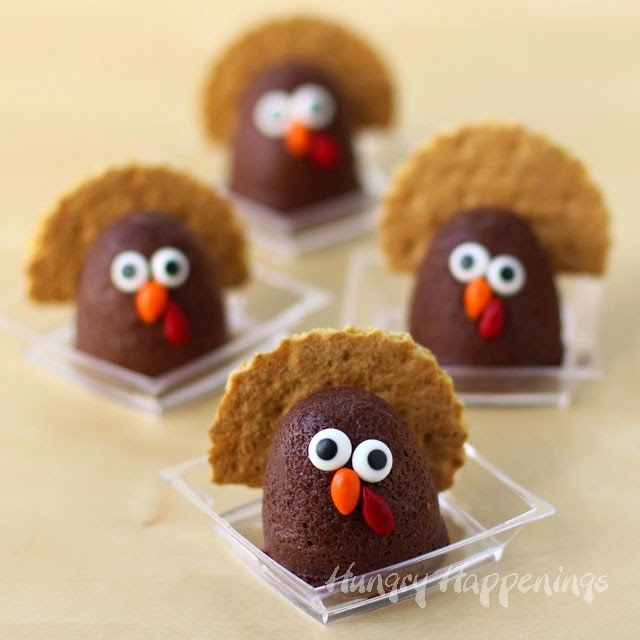 Mini Chocolate Cheesecake Turkeys | Holiday Recipes by HungryHappenings.com