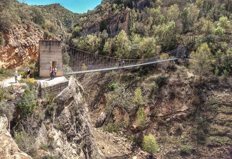 Footbridge over the river Noguera Ribagorzana. The gateway itself is the starting point of the path between the Congost de Mont-Rebei and shelter Montfalco and constitutes a real crossroads and symbolic bond between the lands of Aragon and Catalonia located in the east and west margins of the river Noguera Ribagorzana.