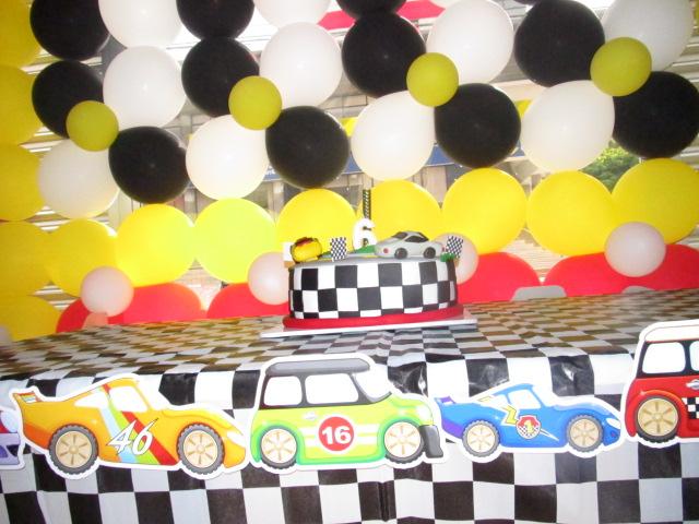Hot wheels cumplea os imagui for Decoracion de cuarto hot wheels