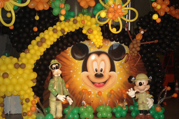 cenário Mickey no safari