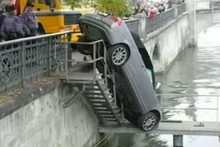 car accident on the river