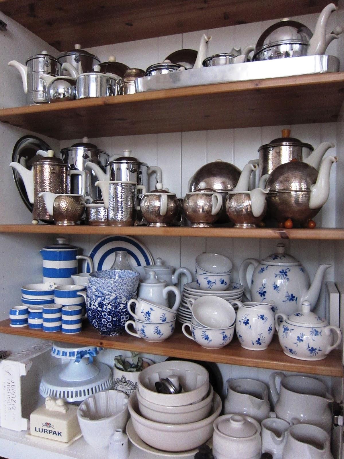 Das rote haus nr 12 in der kuchenvitrine for Küchenvitrine