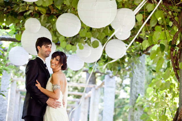 wedding photography, grape arbor wedding, wedding streamers