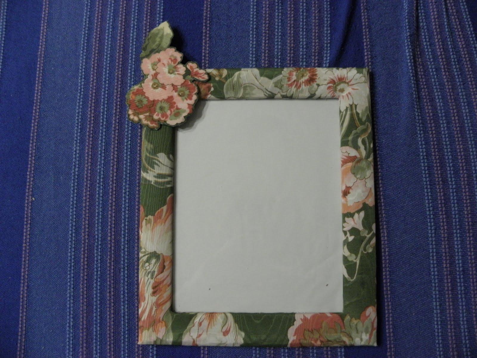 Espejo con marco decorado pintura manualidades de hogar for Espejos con marco de madera decorados