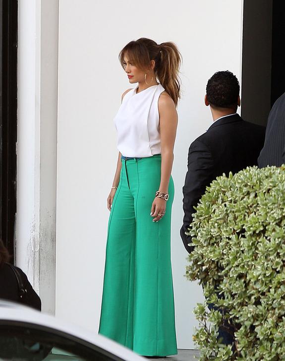 Jennifer-Lopez-Green-Pants.jpg