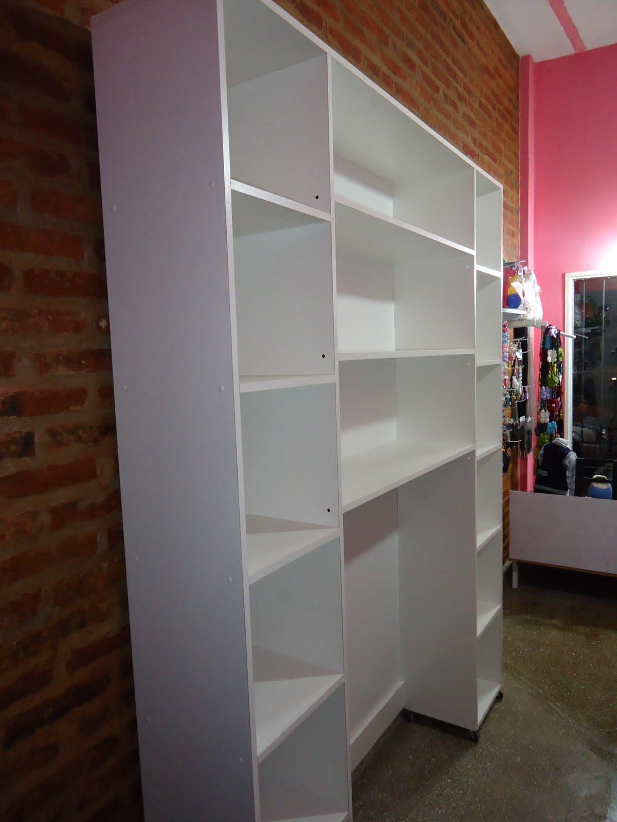 Muebles de madera para negocio de ropa for Muebles para negocio