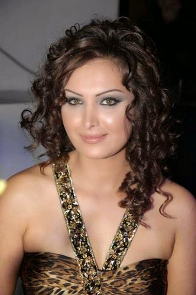 الممثلة السورية قمر خلف
