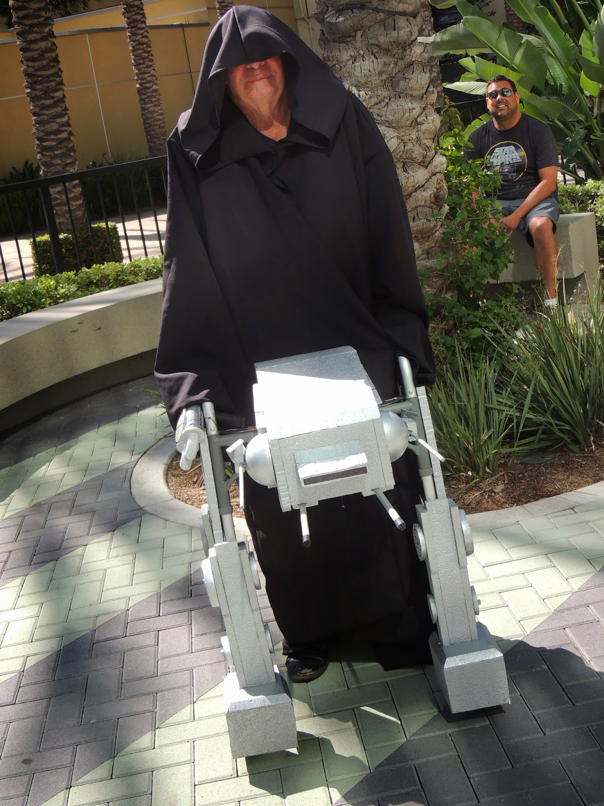 imperial-walker-emperor-star-wars-celebration-anaheim