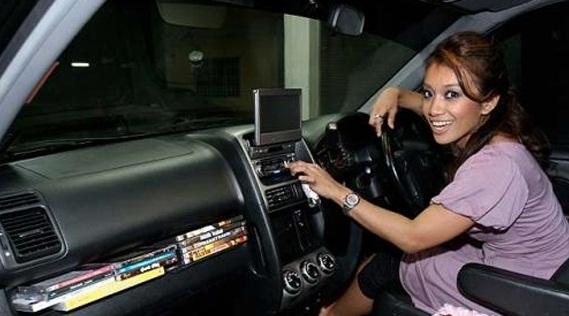 Fauzana merupakan seorang artis yang mempunyai sebuah kereta mewah