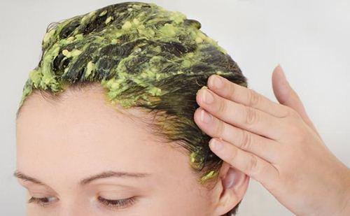 Cara membuat masker pisang untuk mengatasi rambut kering