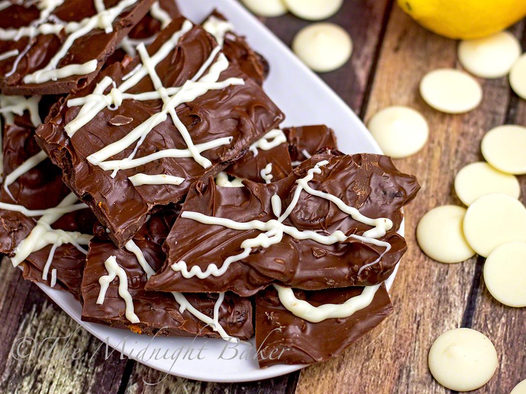 Chocolate Orange Fruit Bark | bakeatmidnite.com | #bhg #bark #christmas #candy #chocolate