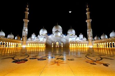 http://4.bp.blogspot.com/-PC1uBNiN6z8/UVYcS7f9BTI/AAAAAAAAA0s/GidXiOuLN0k/s1600/Sheikh-Zayed-Mosque-Night-View-750x498.jpg