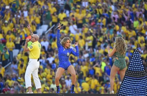 Claudia Leitte e Jennifer Lopez roubaram a cena na abertura a Copa