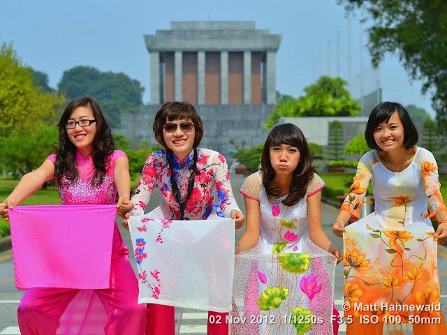 people, groupshot, street portrait, Vietnam, Hanoi, Vietnamese women, áo dài