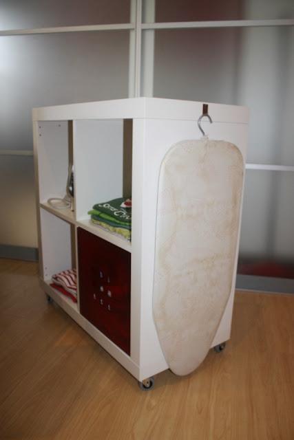 Ikea hack expedit mueble para planchar - Mueble para guardar tabla de planchar ...