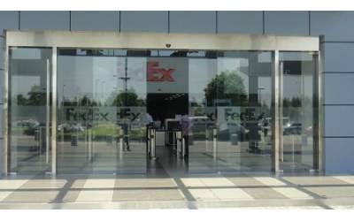 Motores para persiana y puerta puertas correderas cristal for Puertas automaticas cristal