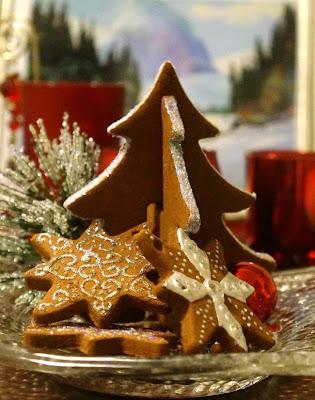 http://karlashandiwork.com/245/christmas-crafting-cinnamon-ornaments/