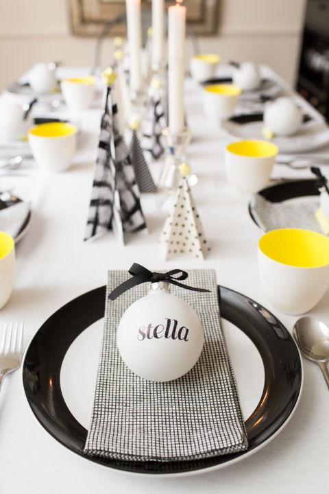 a parte de todas estas ideas para poder decorar la mesa en navidad tambin tenemos tutoriales para poder hacer el sitting para los cubiertos o un centro