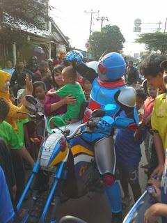 Foto Kamen Rider Tragedi Bintaro 2013 KRL vs Tangki BBM Pertamina