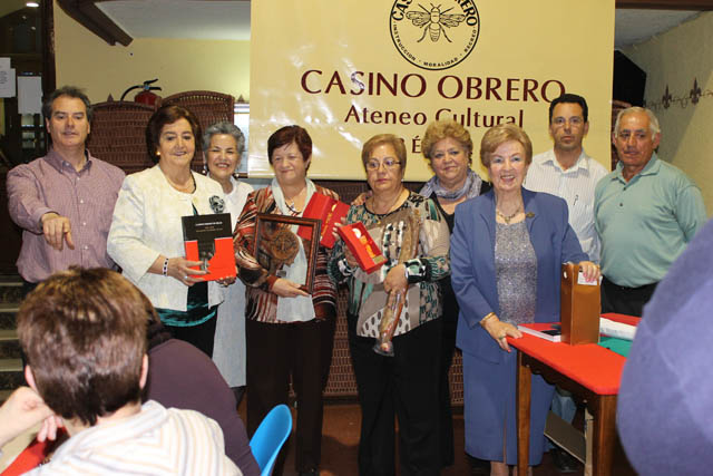 imagen de las mujeres premiadas en el campeonato de chinchon del casino Obrero