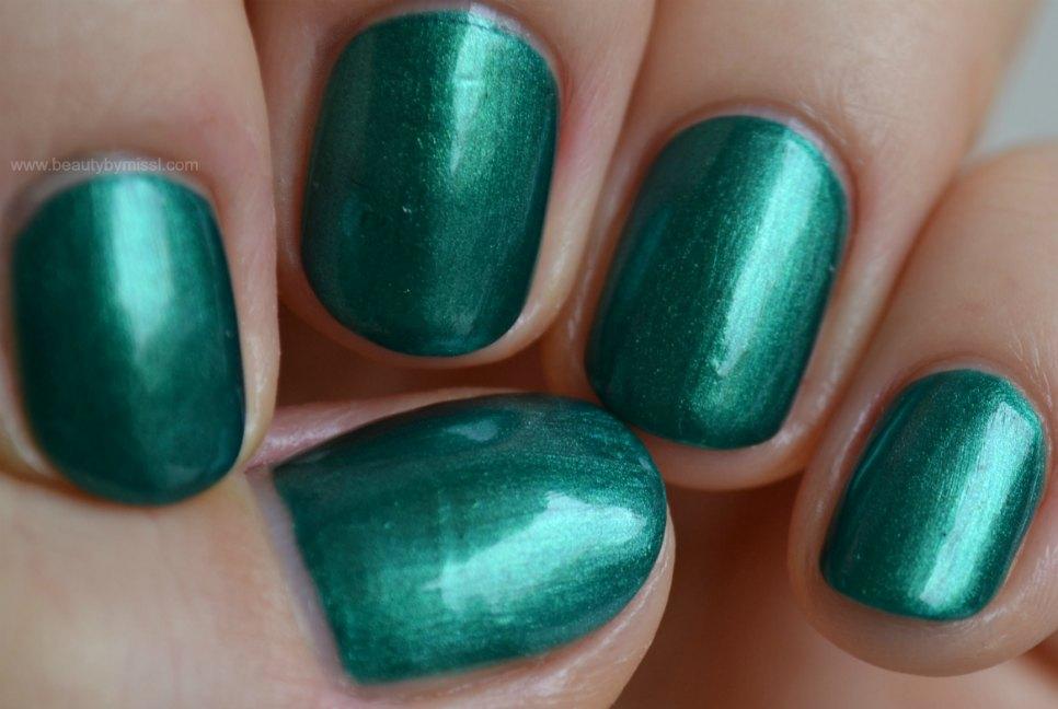 green nails, green nail polish, manicure, swatches