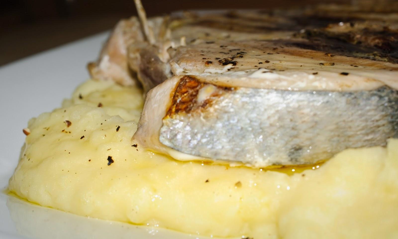 Bonito con puré de patata; Tuna and mashed potatoes