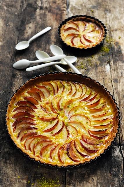 Quel goût a l'enfance ? peut-être le goût d'une tarte entre pomme et flan va savoir !