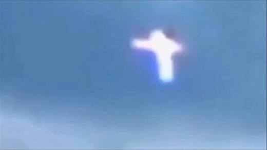 Phép lạ: Thánh Giá kì lạ bay lượn chuẩn bị cho Cuộc Cảnh Báo?