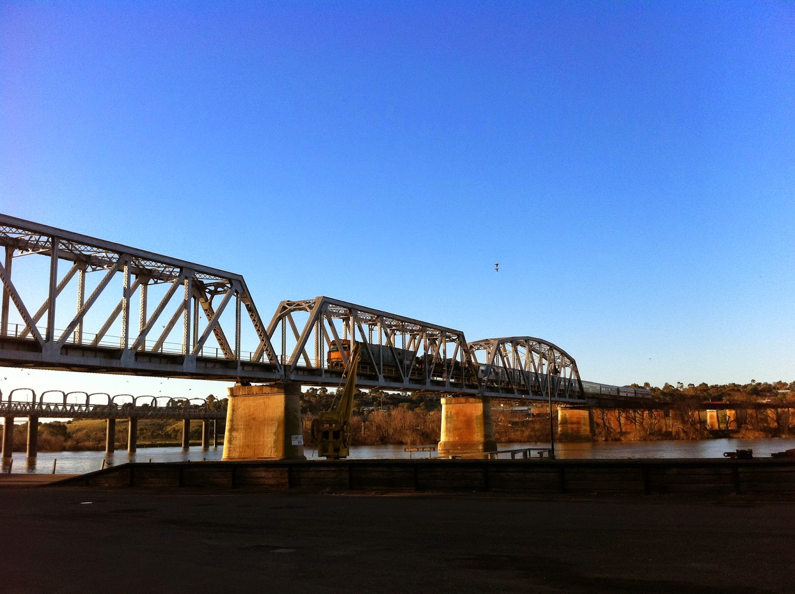 how to get to murray bridge from melbourne
