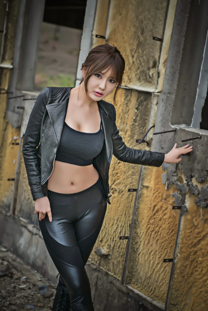 Ryu Ji Hye Sexy in Black Leather