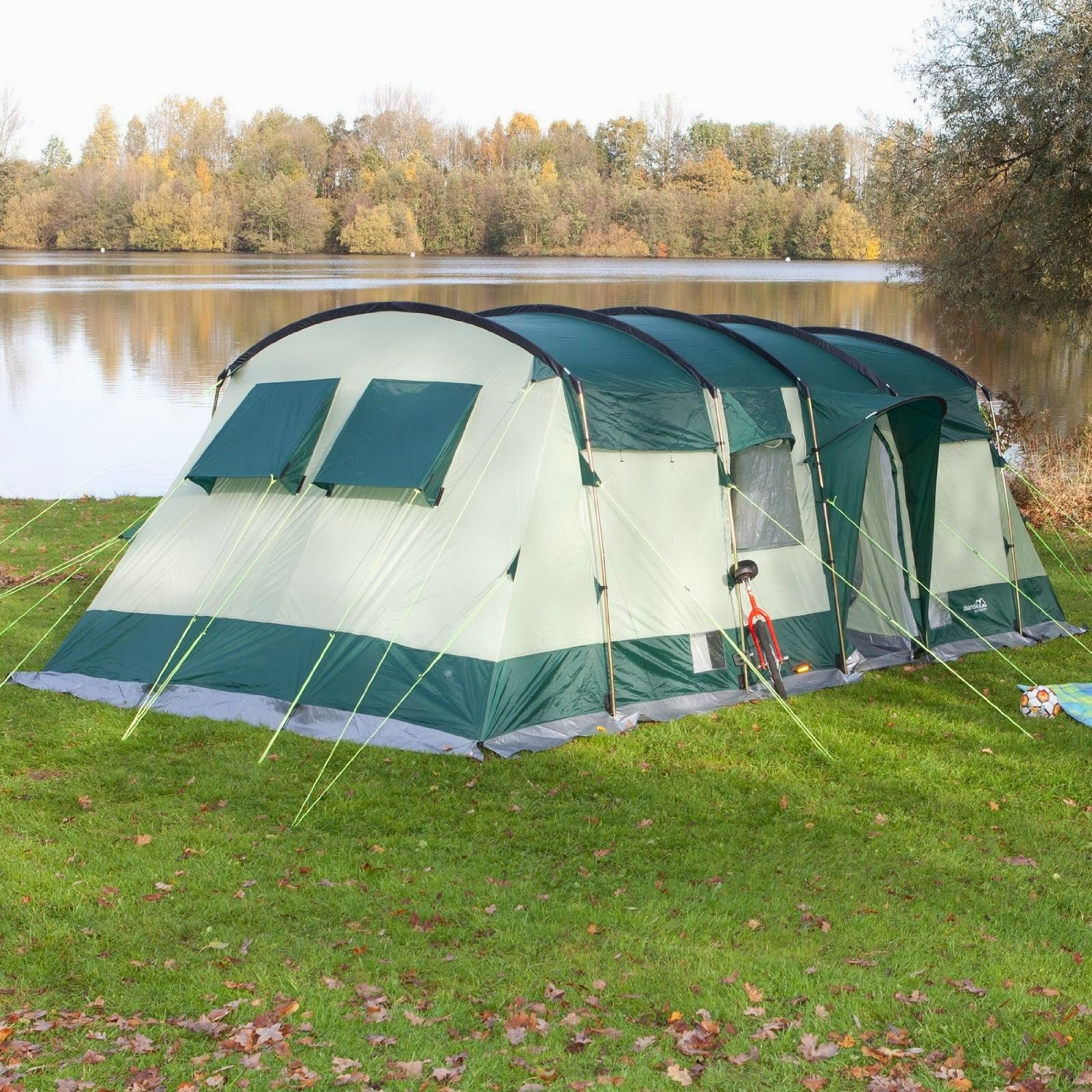 The Skundika HURRICANE is an extremely spacious 8-berth family tent which is quick and easy to erect and at the same time offers great weather protection. & Amazonic: Tent| Family tent | Skandika Hurricane 8 Person Family Tent
