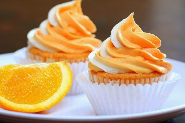 طريقة عمل كب كيك اللوز مع صوص البرتقال لذيذة ورائعة للأطفال والكبار