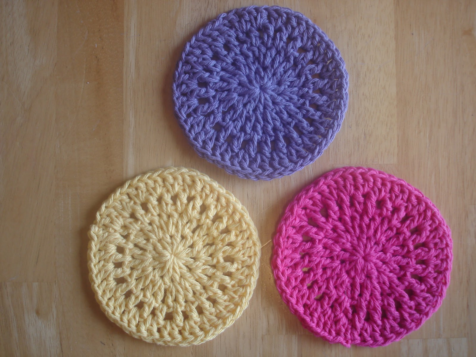 FREE CROCHET TABLE TOPPER PATTERNS - Crochet and Knitting ...